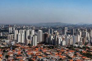 Lastaufnahmemitteln für ein neues Getriebewerk in einem Automobilwerk in Brasilien